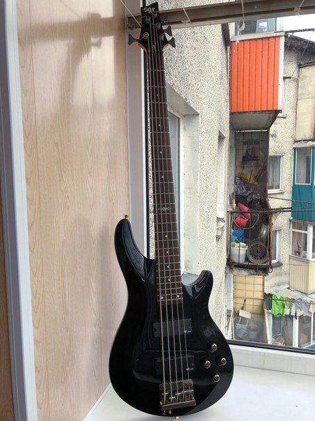 5 струнный бас