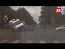 Автомобиль Скорой медпомощи едва не перевернулся в результате ДТП в Череповце