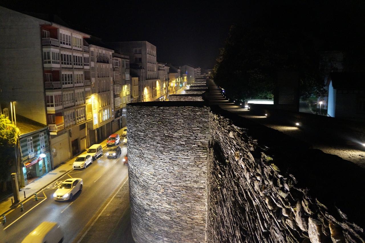 Побродить по стенам Луго город, Однако, несколько, стену, время, можно, стены, метров, стеной, нашей, города, Испании, парковку, СантьягодеКомпостела, недалеко, честь, сторожит, Первоначально, высота, обьехал