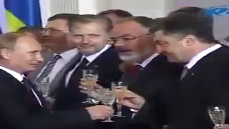 Порошенко поклонился Путину. Зрада порохоботов.