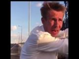 - Братуха Панин угарает на Крымском мосте.
