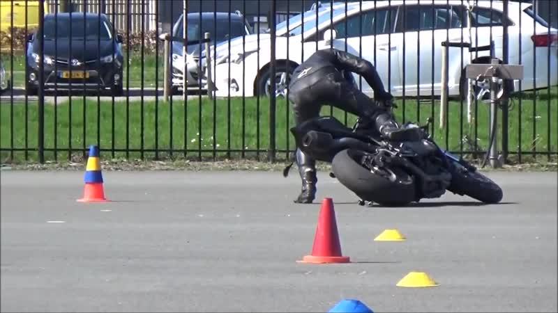 Как легко поднять мотоцикл
