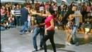 Juana la cubana/ Me sube el colesterol/ Que la dejen ir al baile/ La de Chihuahua