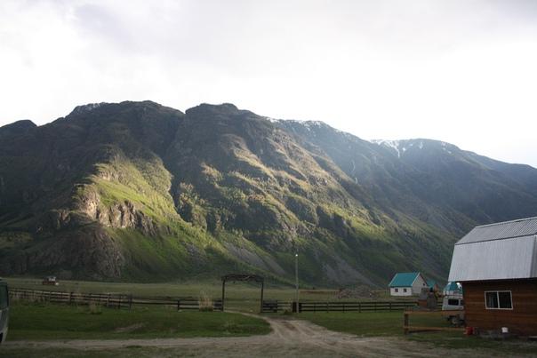 Из облака появилось солнце, создался очень красивый эффект, которым славится Алтай