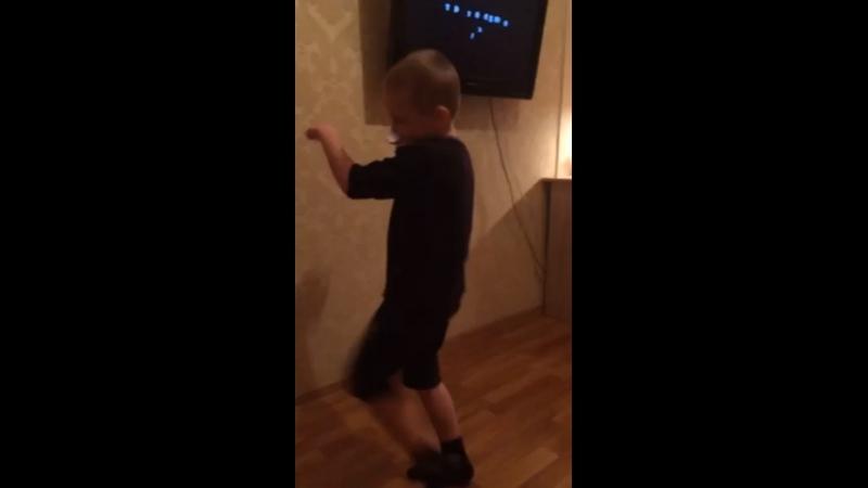 Как танцует мальчек