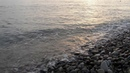 Прозрачные камушки на море галька