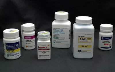 Если вы или кто-то из ваших знакомых, возможно, передозировал Prozac, немедленно обратитесь за неотложной помощью.