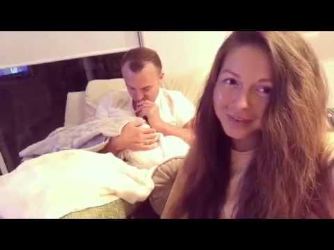 Нюша с мужем укладывают спать свою дочку (Instagram)