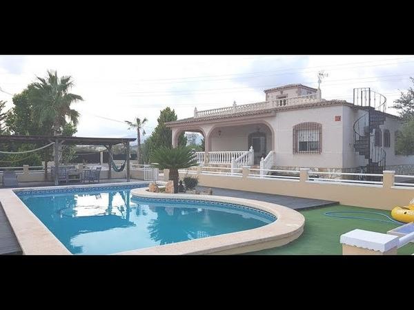 A vendre maison, 4 chambres, 3 salles de bains, piscine, à Elche sur la Costa Blanca en Espagne