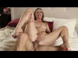 Sexy Mona Wales In Mona Gifts The Neighbor With Squirting