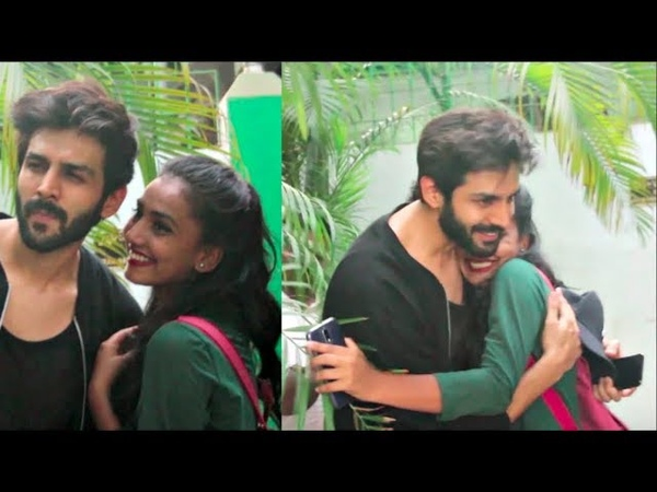 Kartik Aaryan's Girl Fans Go CRAZY His Sweet Gesture Will Make Yo Go Aww