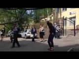 В Киеве банда бандеровцев из С14 напала на Наталью Витренко