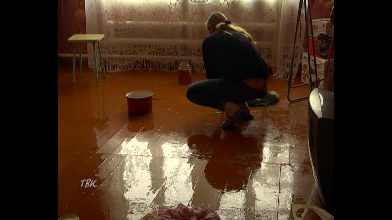 Дождь с потолка. Жители двухэтажки, где затянулся капитальный ремонт кровли, подсчитывают ущерб