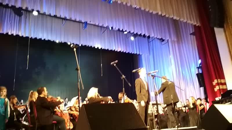 Лизавета Никитишна в составе хора в филармонии поёт