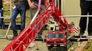 LARGEST XXXL 100KG RC SCALE 18 MODEL MOBILE CAR CRANE AT WORK AND IN MOTION