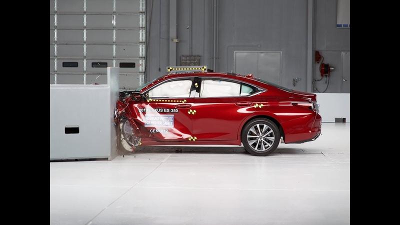 2019 Lexus ES 350 drivers side small overlap IIHS crash test