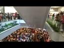 Militantes gritam palavras de ordem pró-Lula em shopping de Salvador