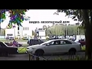 В Петербурге автоледи провезла на капоте девушку