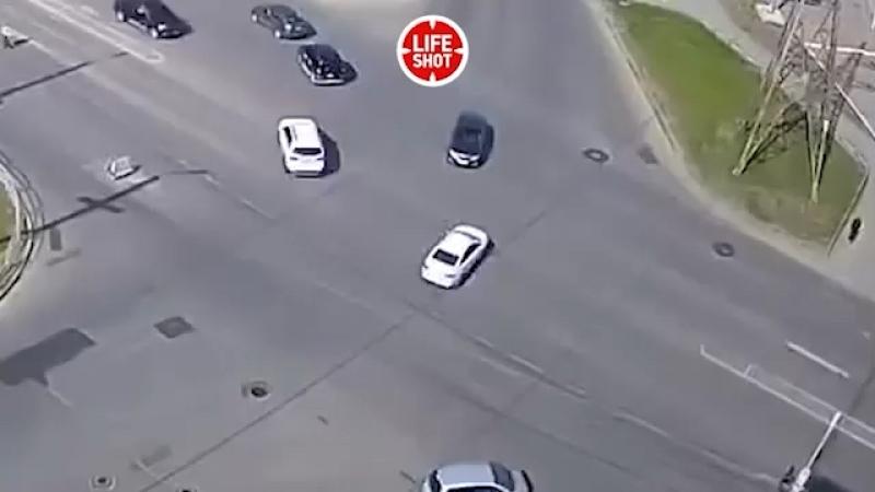 В Челябинске лихач на BMW протаранил три авто, один из водителей погиб, еще два человека пострадали
