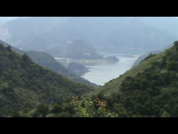 Спуск с горы вдоль Великой Китайской стены