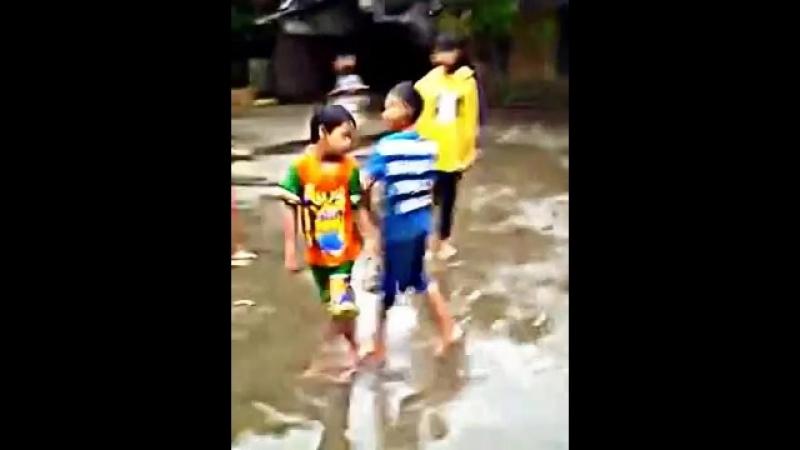 Video Anak Kecil Adu Kejantanan Sampai Menangis