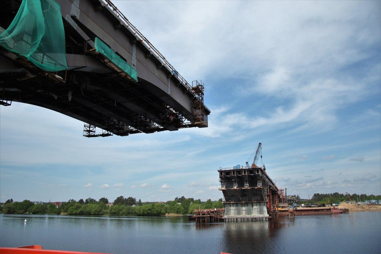 Мост через Волгу в Дубне: осталось собрать последние сто метров руслового пролета | Фото
