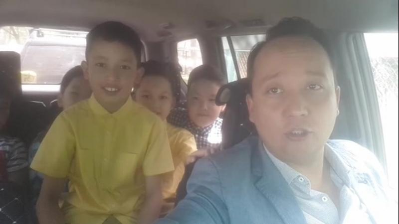 Везу пацанов в Мегу на фотосессию. Девчонки уже уехали на другой машине. 24.04.18.