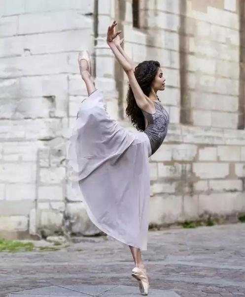 Инес Джозеф балерина, гибкость которой поразила весь мир Балерину и модель Инессу Джозеф (Inessa Joseph) пока еще знают немногие. Но это поправимо популярность девушки растет так стремительно,