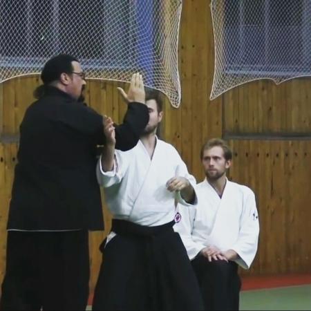 """Алексей Лобзов on Instagram """"Ещё немного от Стивена Сигала защита от удара секущими-скользящими блоками и котэ гаэши. Steven Seagal🙏🏻👊🏻👊🏻 aikido..."""