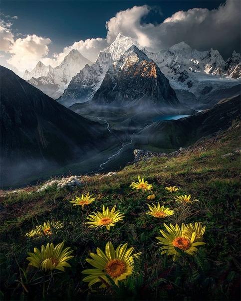 Вид на Сиула Гранде и Сиула Чико, Перу