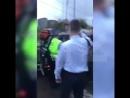 Москвич избил полицейских защищая свой Porsche от эвакуации