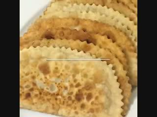 Чебуреки (ингредиенты указаны в описании видео)