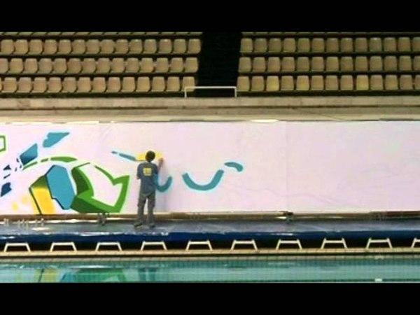 Художник Дима Шмель рисует графити. Artist Dima Shmel paints graffiti.