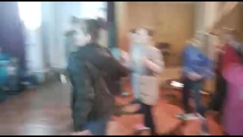Массовый танец нашего лагеря Как Гагарин и Титов Ура