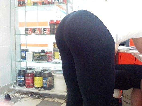 Tattoed big booty ebony ass toying