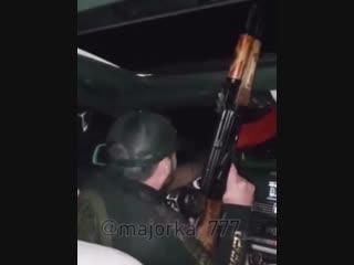 Стреляет под музыку из автомобиля