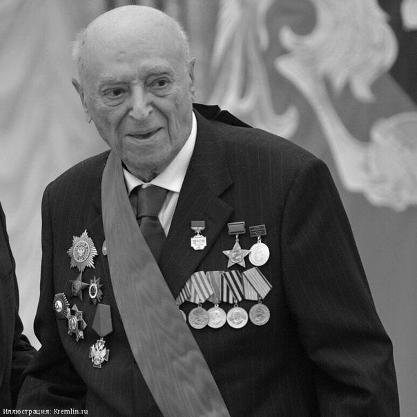 Вечная память Умер Владимир Этуш Метки: Этуш Красной Звезды Скончался 9 марта 2019 года в московской больнице, куда попал накануне, 8 марта. Дочь артиста Раиса назвала остановку сердца причиной