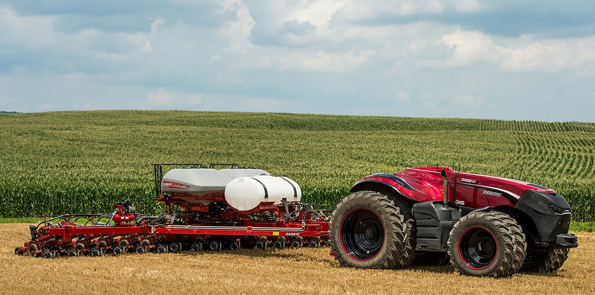 Российская компания представила систему, которая превращает любой трактор и комбайн в беспилотник