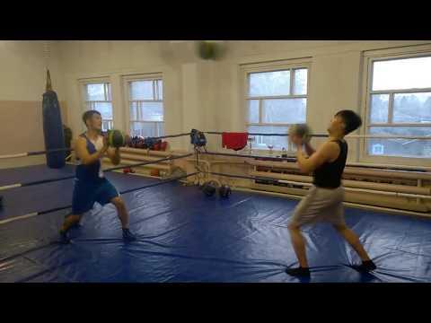 Медицинбол. Работа в зале бокса. Амалбеков Эльдияр и Амалбеков Данияр.