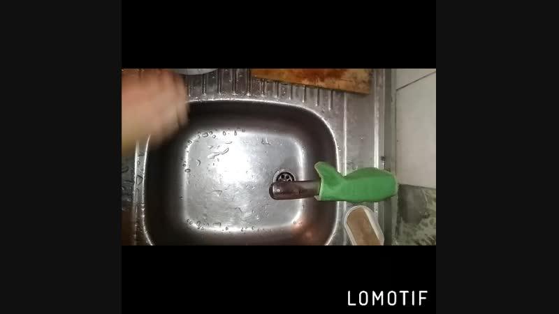 салфетка для посуды справится с жирной посудой и твёрдыми нагарки на ложках/лопатках