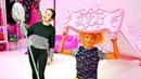 Барби и Штеффи ушли гулять. А Кен убирается дома. Играем в куклы - Мультики для девочек