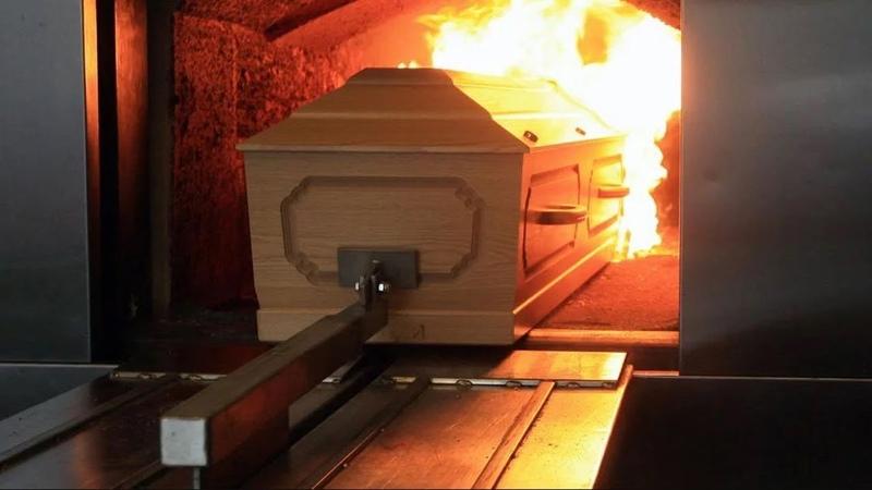 Мёртвых лучше закапывать или сжигать Джули По