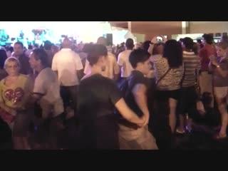 14-летний мальчик пригласил девушку на танец