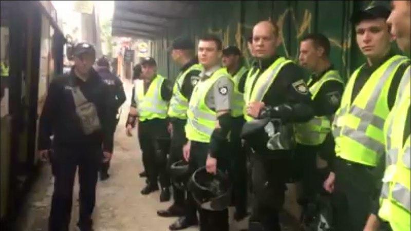 Блокування Інтеру розпочато! Телеканал охороняють тітушки, беркута та поліція без жетонів