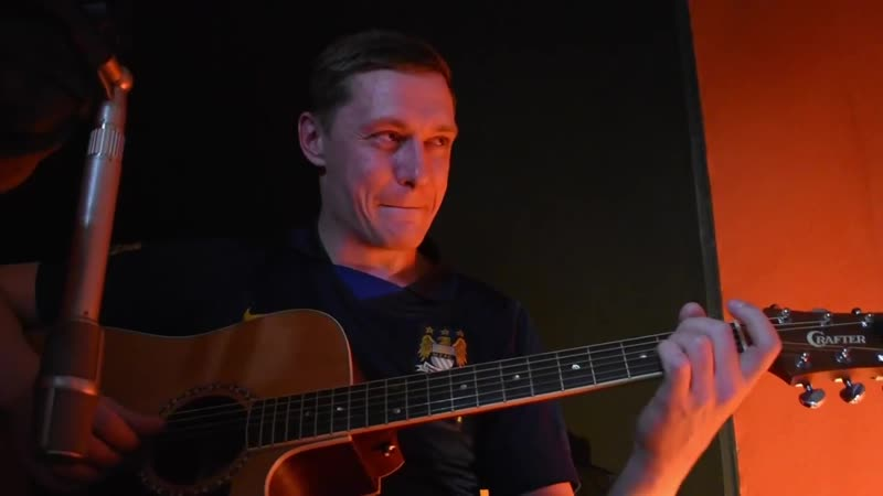 Беззубый дед Максим поёт