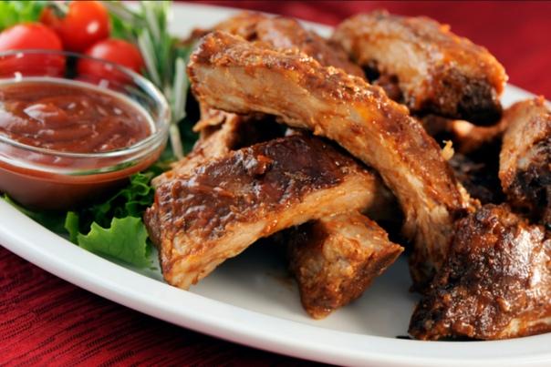 шашлык из говяжьих ребрышек ингридиенты: говяжьи ребрышки: 2 килограмма, чеснок: 10 зубчиков, мед: 2 ст. ложки, горчица: 3 ст. ложки, соевый соус: 3 ст. ложки, перец острый: 1 штука, имбирь тертый свежий: 1 ст. ложка, соль: 1 чайная ложка