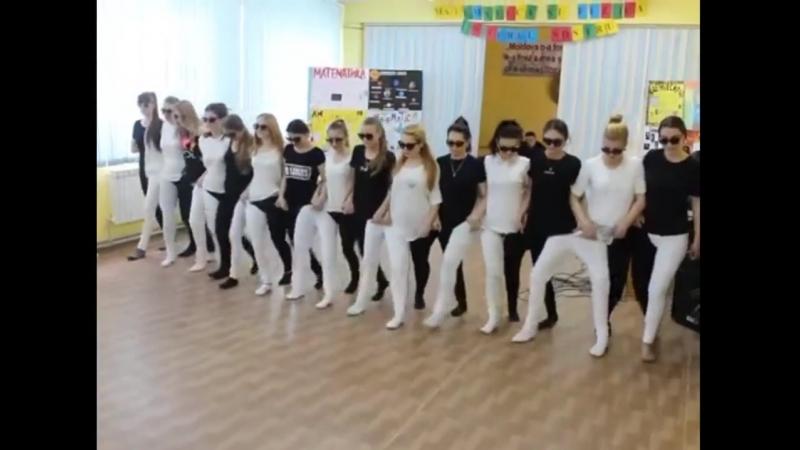 Танец-головоломка от студентов математического факультета! Взрывает мозг