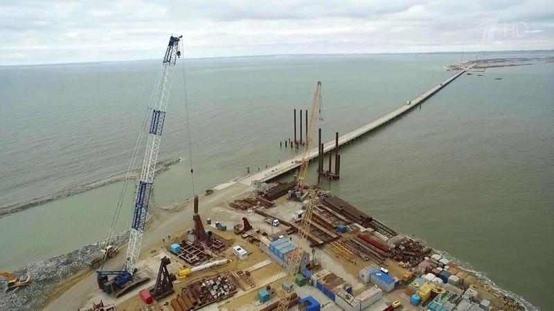 Ключевой момент строительства моста через Керченский пролив— началось возведение судоходной арки. Новости. Первый канал