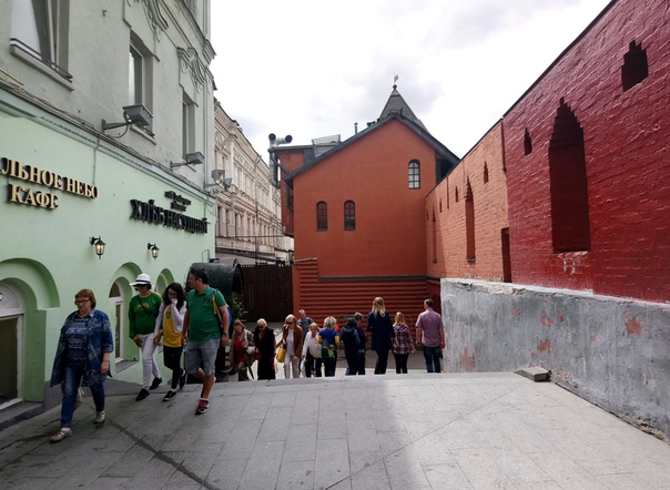 Закоулочек на Театральной площади.  5 июня 2018