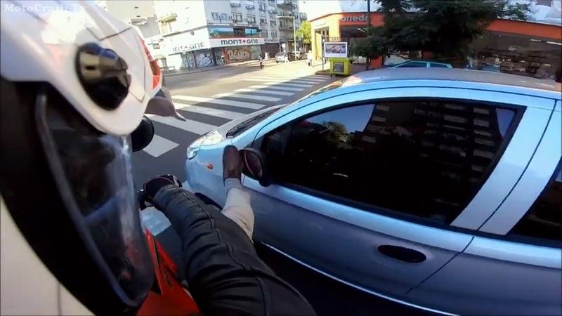 Агрессивные люди против мотоциклистов. Мото ситуации на дорогах. Мотоциклисты бьют зеркала. 🏍️